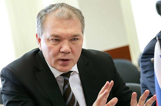 Депутат Калашников считает возможным введение санкций против компаний за отказ работать в Крыму
