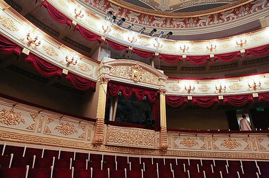 Театрам разрешат заполнять залы на 70% с середины сентября