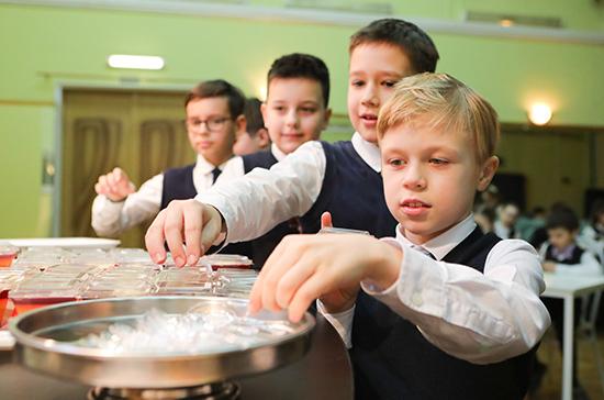 Глава Минпросвещения поддержал идею разработки стандарта школьного питания