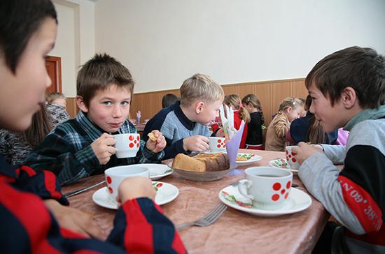 Минпросвещения не фиксирует сбоев в организации горячего питания в школах