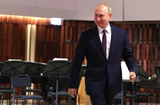 Путин поздравил москвичей с Днем города