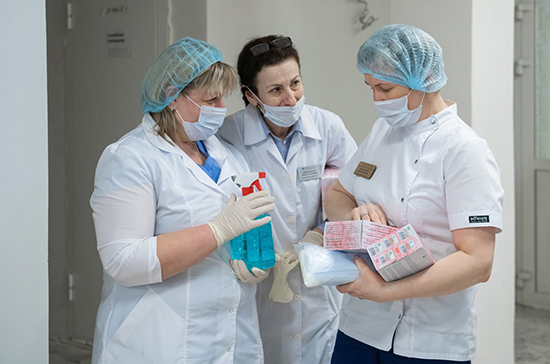 Под наблюдением из-за COVID-19 в России остаются 209,1 тыс. человек