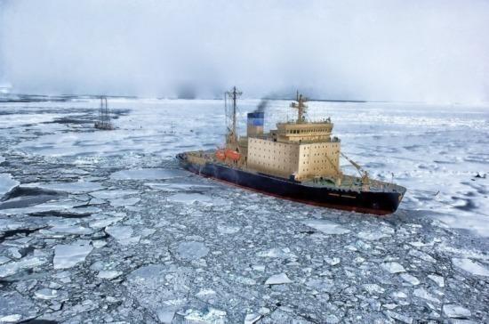 Российским ледоколам могут дать право проходить границу РФ без таможенного контроля
