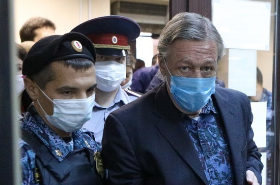 Михаила Ефремова признали виновным по делу о смертельном ДТП