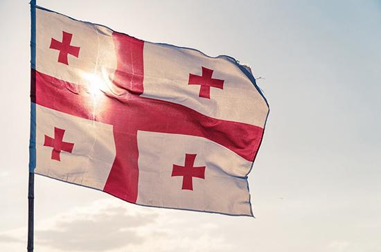Власти Грузии запретили свадьбы и поминки из-за роста числа заразившихся COVID-19