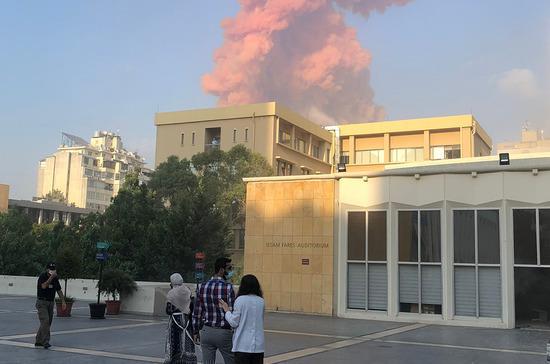 Пожарные взяли под контроль распространение огня в порту Бейрута