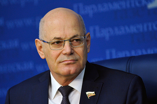 Сенатор Круглый: необходимости в тотальном карантине нет