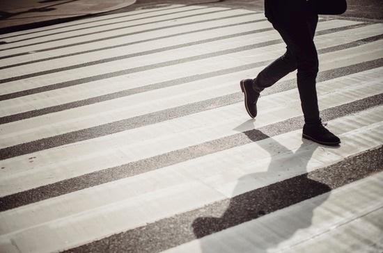 Пешеходную «зебру» предложили убрать с автотрасс