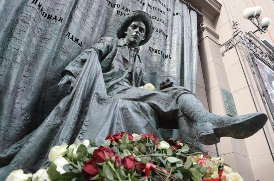 В Москве открыли памятник режиссёру Евгению Вахтангову
