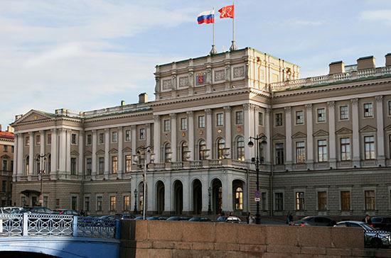 В Мариинском дворце наградили петербургских медиков