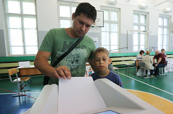 «Справедливая Россия» предлагает запретить размещать избирательные участки в школах