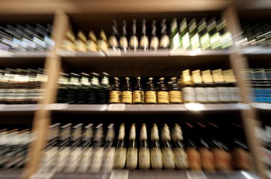 Маркировку крепкого алкоголя введут в случае успеха эксперимента с пивом, пишут СМИ