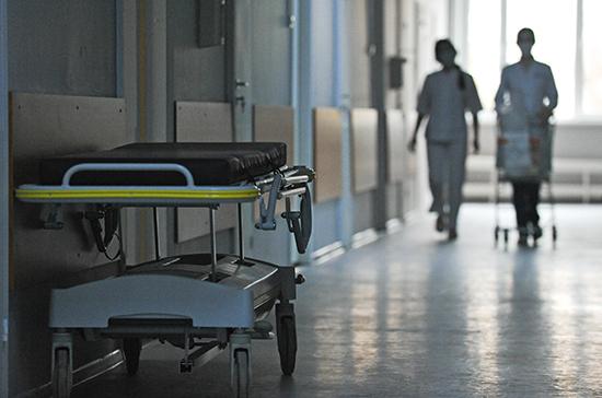 СМИ: в России коечный фонд для больных с коронавирусом заполнен на 81%