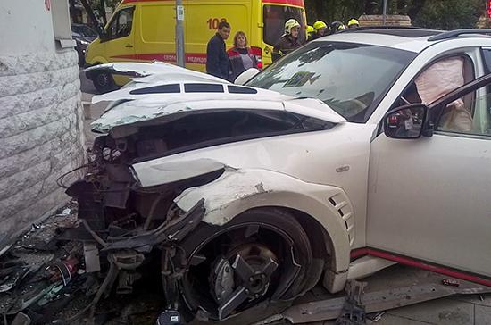 Полиция задержала водителя Infiniti, сбившего людей в центре Москвы