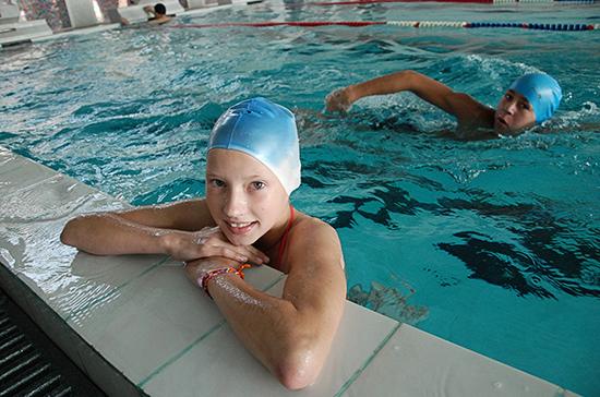 Зачем пионеров массово учили плавать