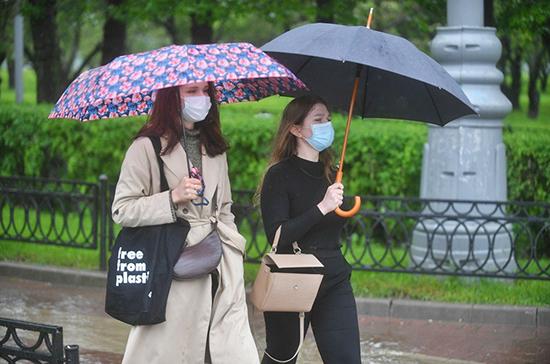 Роспотребнадзор: маска снижает вероятность заражения инфекциями в 1,8 раза