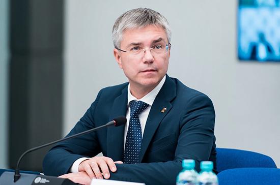 Ревенко обратится к главе Минздрава с просьбой включить журналистов в группу риска