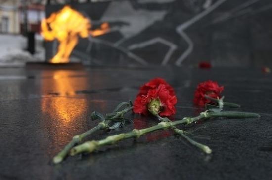Возле Вечного огня в Курске появились дружинники