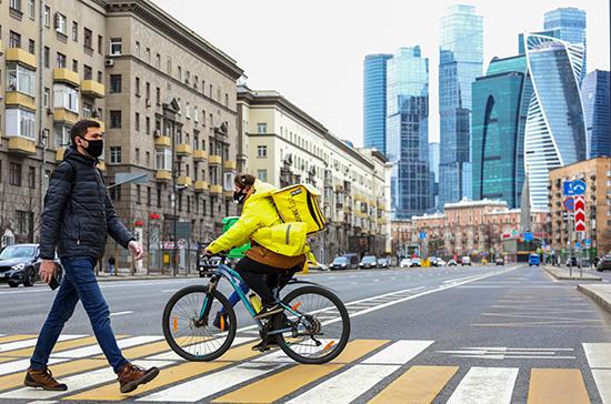 Власти столицы возобновили меры поддержки для соблюдающих домашний режим москвичей
