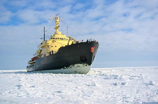 ФСБ хочет разрешить российским ледоколам пересекать границу без прохождения таможни