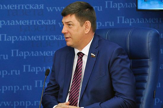 Сенатор Смирнов предложил синхронизировать тестирование выпускников белорусских и российских школ
