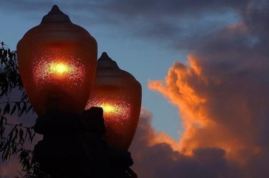 На Невском путепроводе установят 86 современных фонарей
