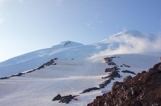 Спасатели нашли заблудившихся на Эльбрусе альпинистов из Подмосковья