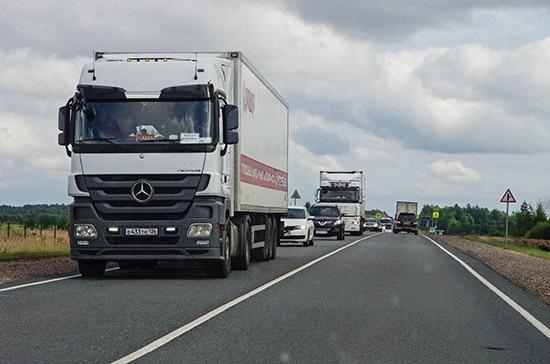 Омбудсмен попросил взять под контроль движение грузов через границу с Китаем