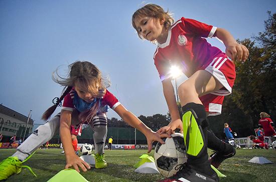 На поддержку детских футбольных центров в России направят 400 млн рублей