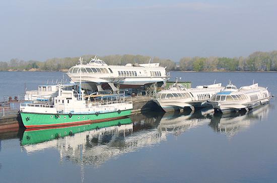 Кабмин предлагает перевозить грузы и пассажиров только на российских судах