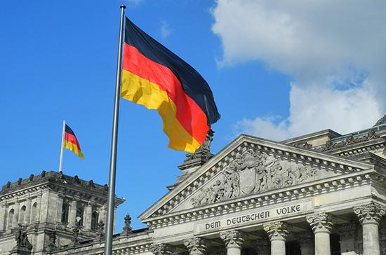 Германских депутатов обязали носить маски в здании Бундестага