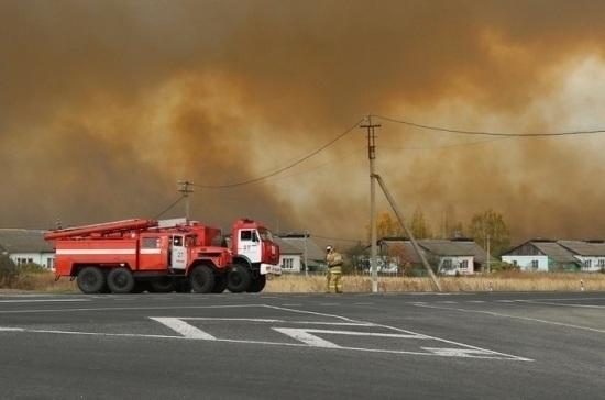 МЧС увеличивает группировку по тушению пожара на складе под Рязанью