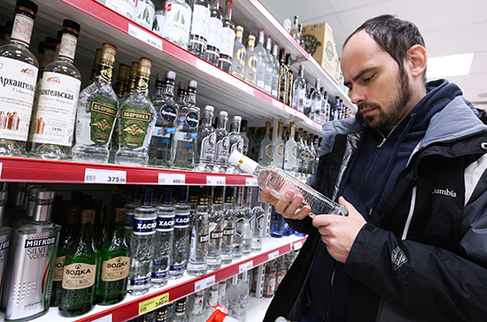 В России хотят упростить порядок выдачи спецмарок на алкоголь