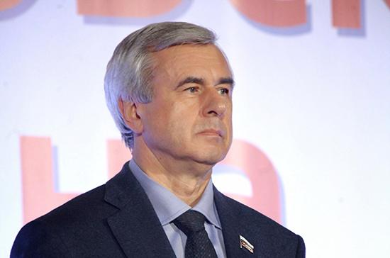 «Единая Россия» намерена лишить Лысакова должности в Комитете по госстроительству