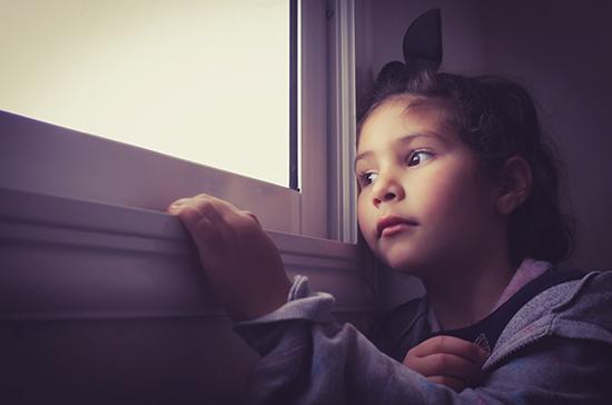 При угрозе жизни детей предлагают забирать из семьи в течение суток