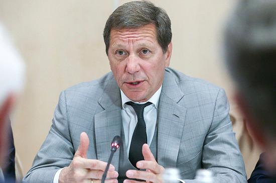 Жуков призвал депутатов ограничить контакты в зале пленарных заседаний