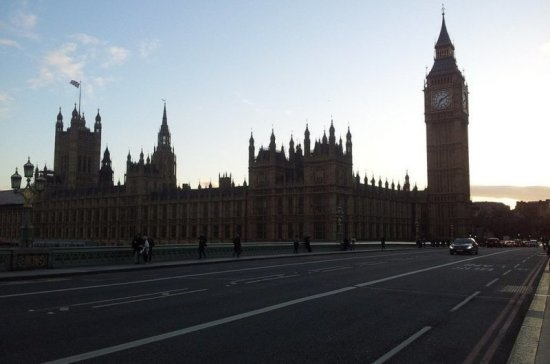 СМИ: в Лондоне из-за угрозы безопасности перекрыли Вестминстерский мост