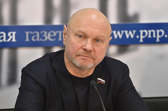 Катасонов предложил ввести специальный налоговый режим для министров, сенаторов и депутатов