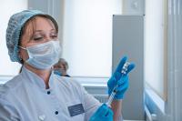 Минздрав просит депутатов помочь «выиграть время» до масштабной вакцинации