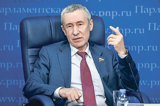 Сенатор Климов назвал сведением счетов введение санкций против шести россиян