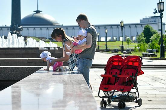 Более 82% всех бедных в России составляют семьи с детьми