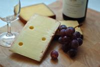Сербия сможет поставлять в ЕАЭС сыр и алкоголь без пошлин