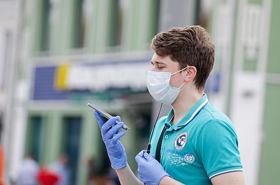 Вирусолог считает, что носить перчатки полезно для профилактики COVID-19