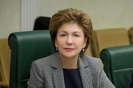 Карелова отметила актуальность упрощённого порядка выплат на детей в пандемию