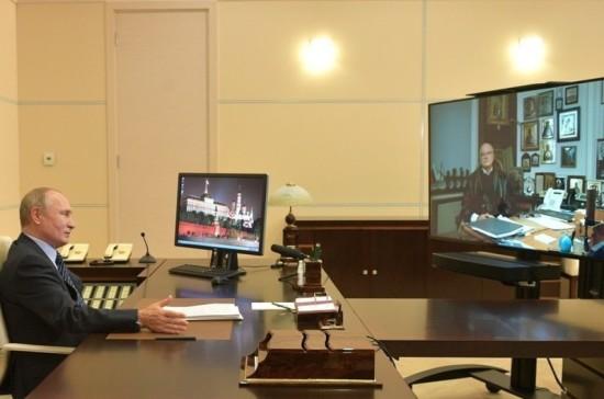 Путин поздравил Михалкова с юбилеем