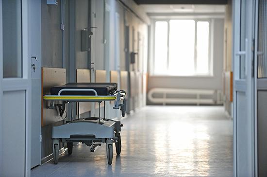 В региональном Минздраве объяснили скопление трупов в подвалах госпиталя в Барнауле
