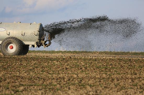 Контроль за обращением с пестицидами и агрохимикатами отрегулируют законом