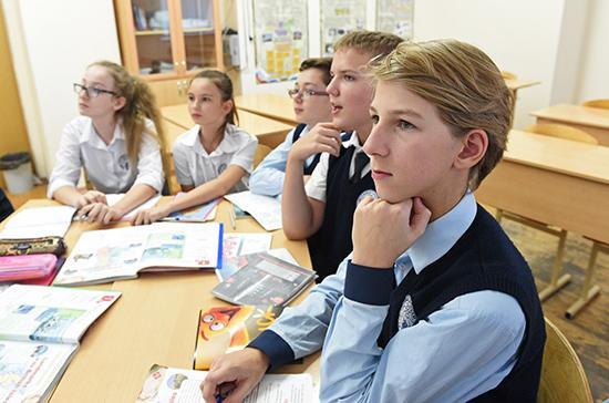 Воспитательную работу в школах предлагают проводить по календарным планам