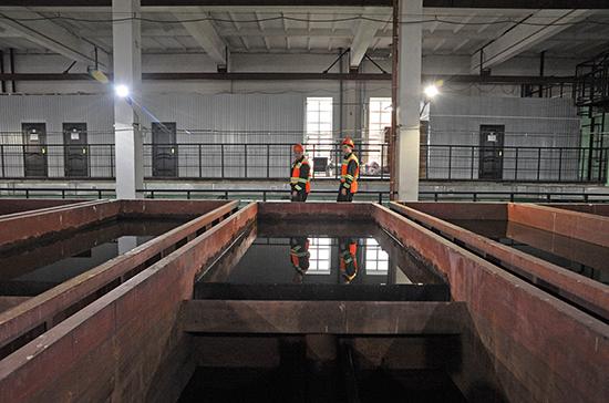 Износ очистных сооружений канализаций в России составляет 73%, сообщил сенатор