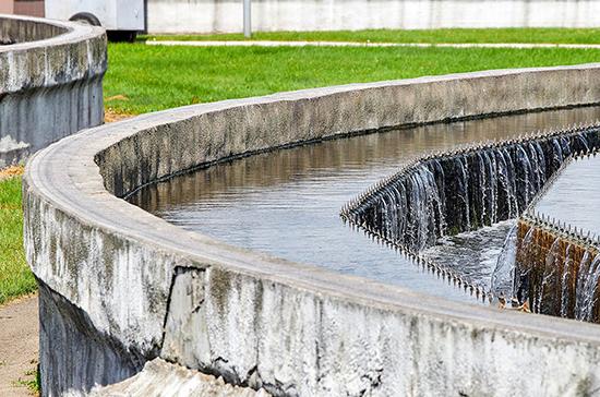 Только 55% сточных вод очищаются до нормативных значений, сообщил Чернецкий